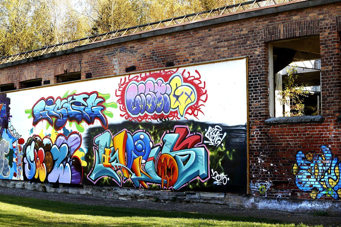 En färgglad graffiti målning på en tegelvägg vid Laxholmen.